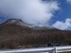 赤城山の上の王は雪化粧。